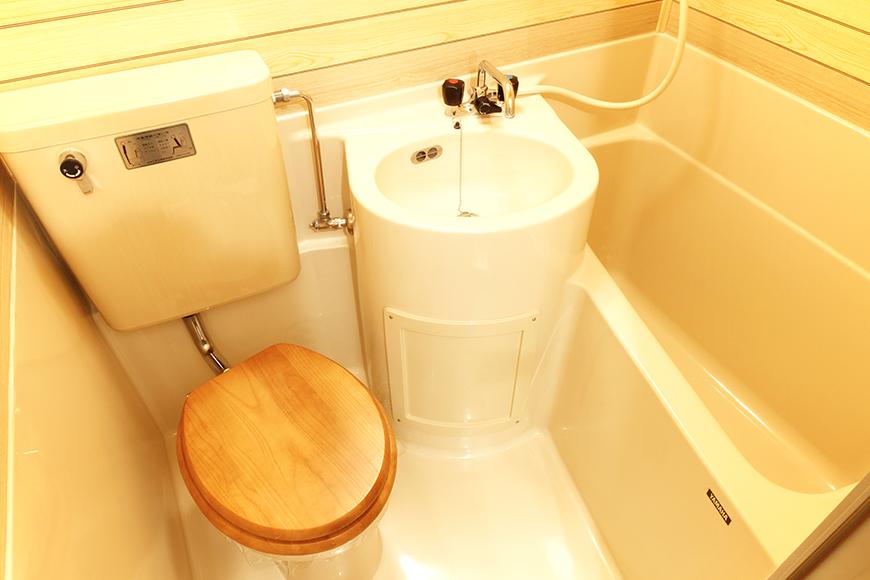 木目調で落ち着いた雰囲気の洗面・トイレ・バスルームの3点セット!_MG_9110
