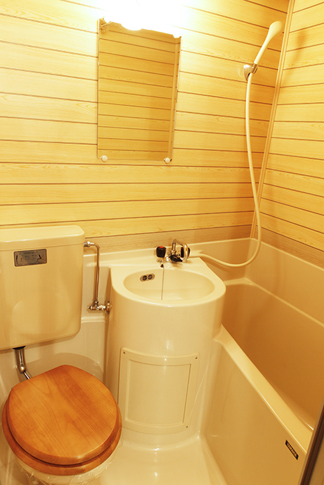 木目調の壁から温もりを感じられる洗面・トイレ・バスルームの三点セット!_MG_9114