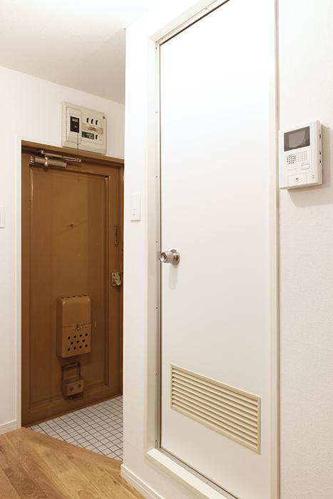 水回り(洗面・トイレ・バスルーム)へのドアです_MG_9117s2