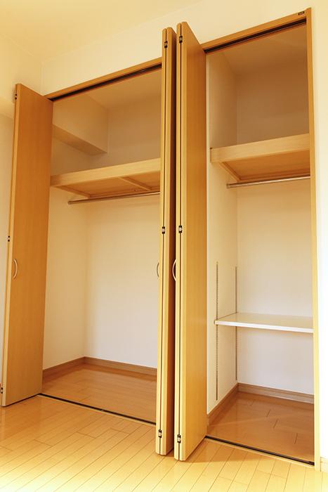 十分なスペースのクローゼットです(南側洋室)_MG_9158