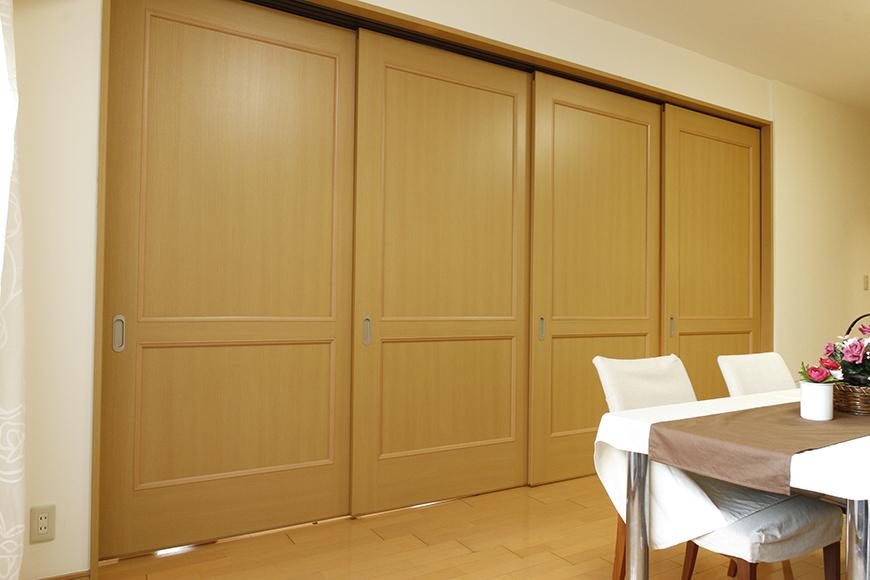 リビングダイニングと南側洋室の間仕切り扉は使い方が自由(全て閉めたところ)_MG_9167