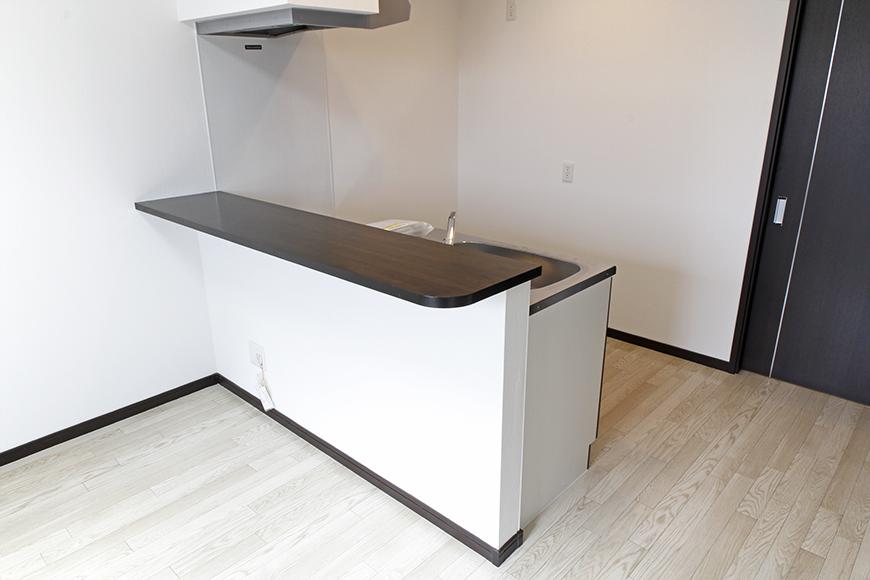 高めのイスを用意して、対面キッチンのカウンターをテーブル代わりにしちゃうのもアリかも!_MG_9170s
