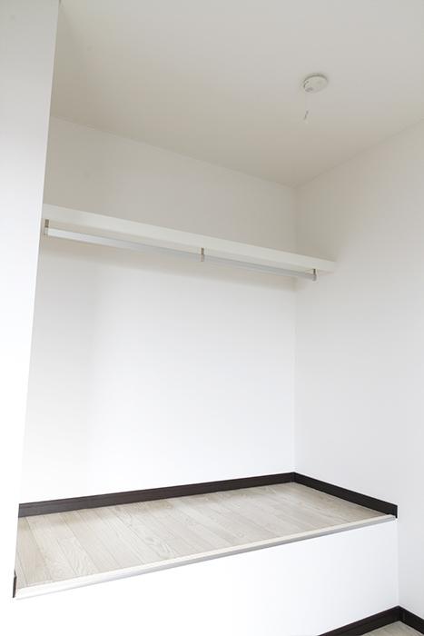 部屋の中に収納棚・収納スペースもあり、  コンパクトなスペース!_MG_9182s