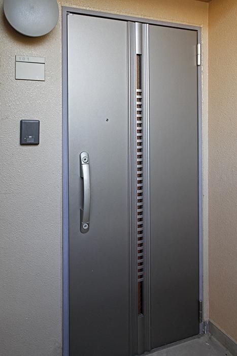 スタイリッシュな雰囲気の玄関ドア_MG_9206