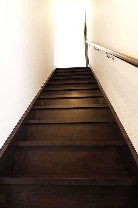 A2号室の住居スペースへの階段!_MG_9262s