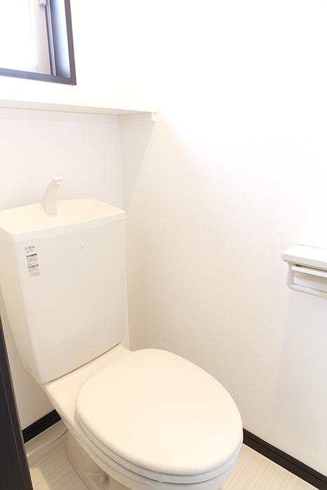 シンプル イズ ベスト!なトイレ☆こちらにも窓があります!_MG_9293s