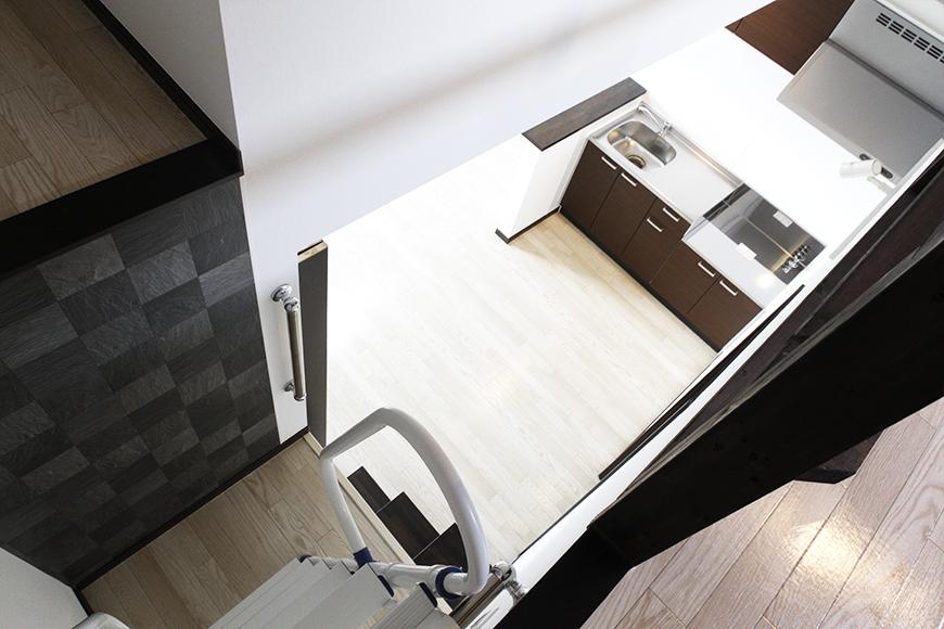 ハシゴ階段の途中で振り返ると、こんな感じです☆キッチンも見えます!_MG_9318s