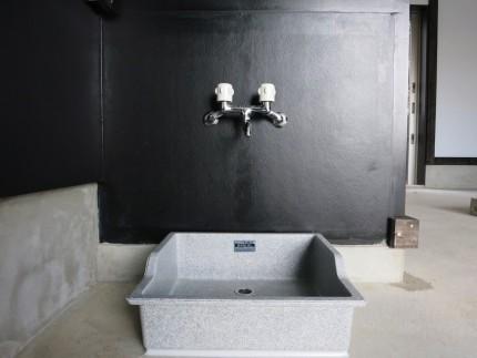 ガレージ内で水道も使えます。IMG_3947_rth