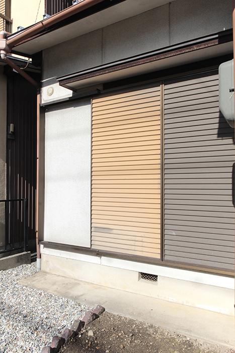 一階窓にも雨戸が完備。閉めるとこのような感じです_MG_1958