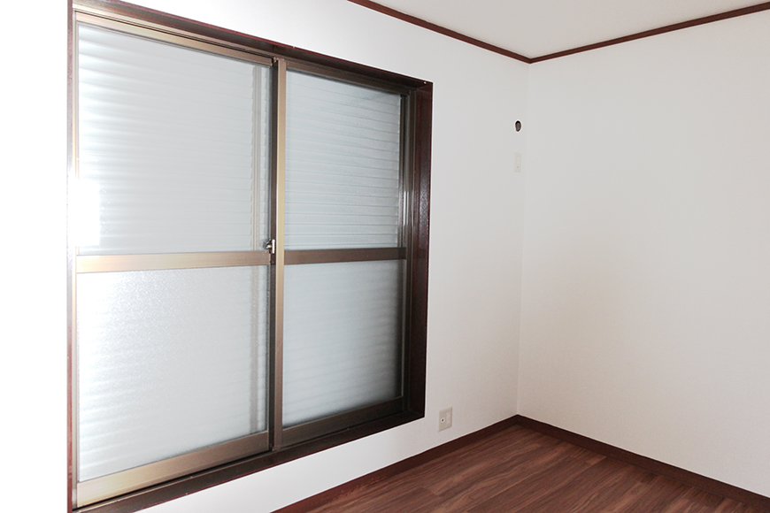 二階の窓にも雨戸が完備。閉めるとこのような感じです_MG_1967