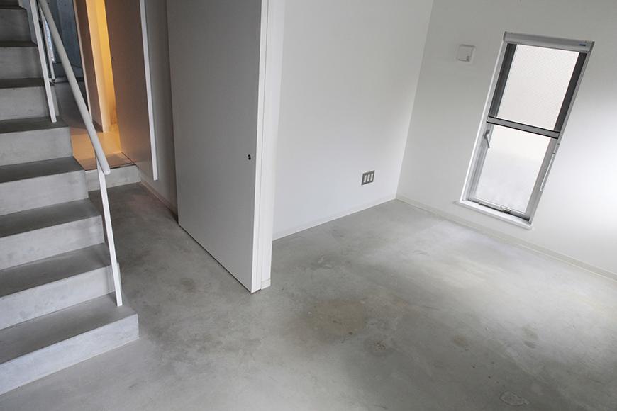 玄関入ってすぐに土間と洋室があります_MG_2132