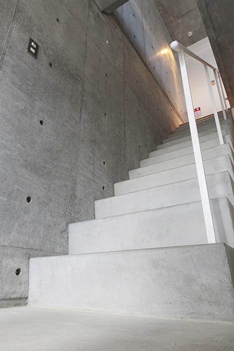 二階への階段です。上も気になります!_MG_2141