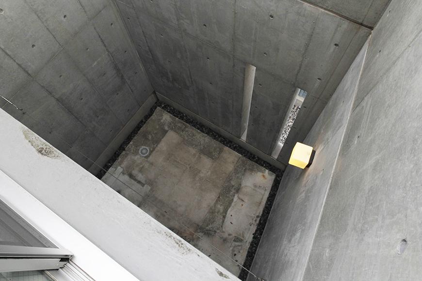 一階からの吹き抜けのテラスの二階から眺めです_MG_2187