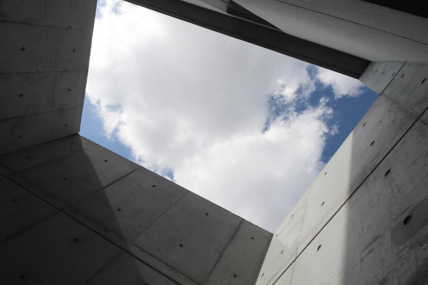 吹き抜けのテラスの二階からの眺め。すぐそばに空があります_MG_2190
