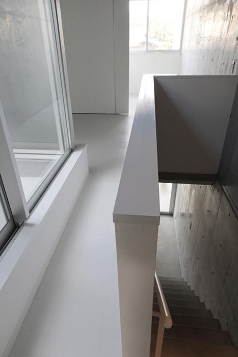 階段、テラス、リビングと入り組んでいて、秘密基地っぽい感じ!_MG_2255