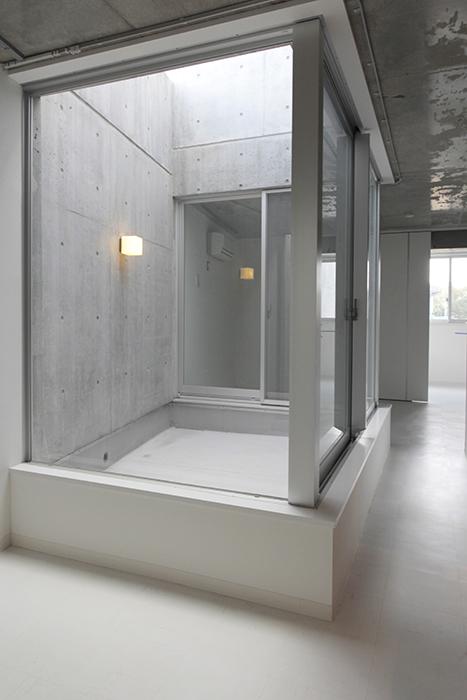 中央のこのテラスがあるおかげで、部屋全体が更に明るくなっています☆_MG_2268
