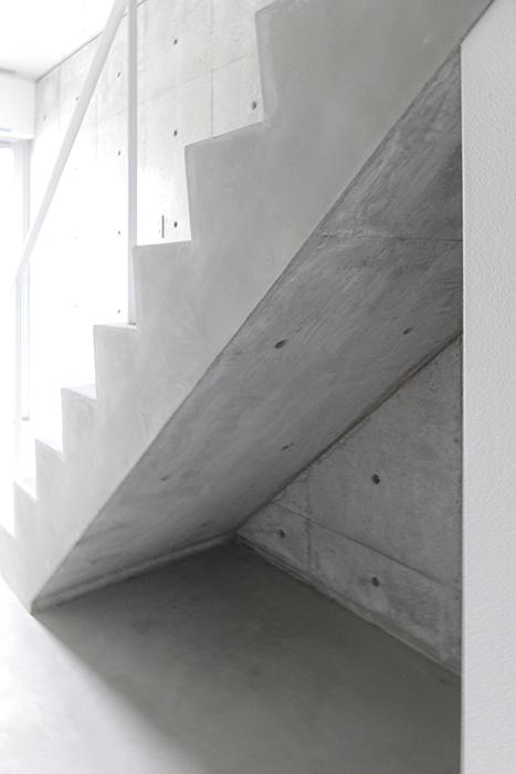 階段下にもちょっとしたスペースがあります_MG_2369