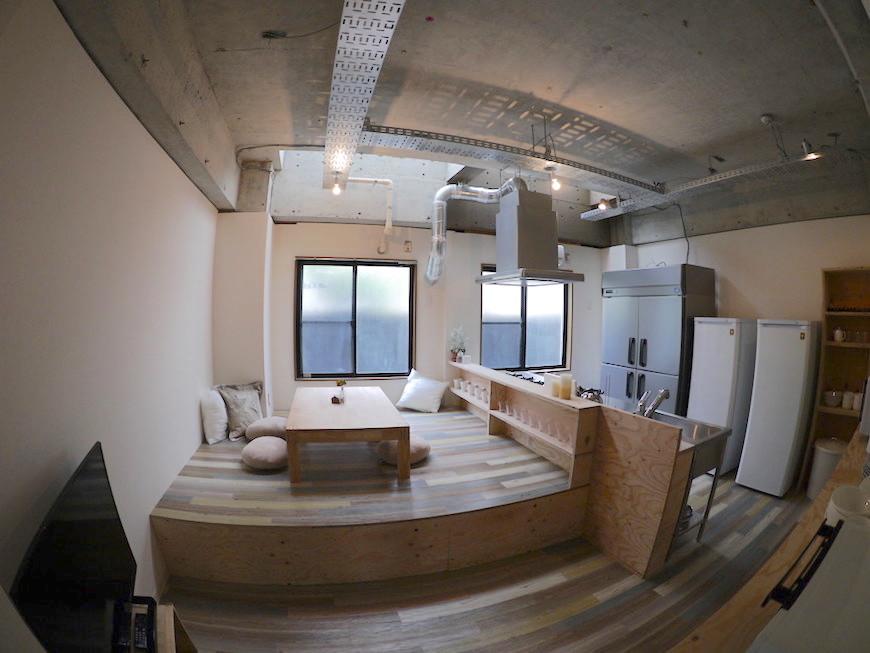 D-FLAT志賀本通 住人たちが集まるダイニングキッチン こたつのようなアットホーム感