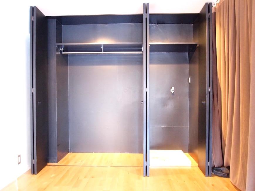 三鈴ノール 黒塗りクローゼットを開けると収納と洗濯機置き場