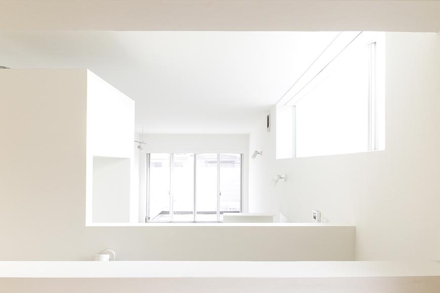 洋室スペースからキッチン、リビング、バルコニーへの眺め!_MG_0070