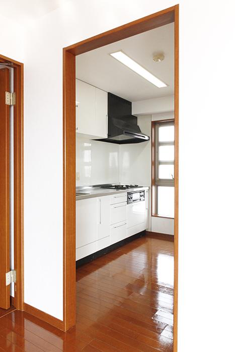 LDKに一歩足を踏み入れると、左手に素敵なキッチン!_MG_0542