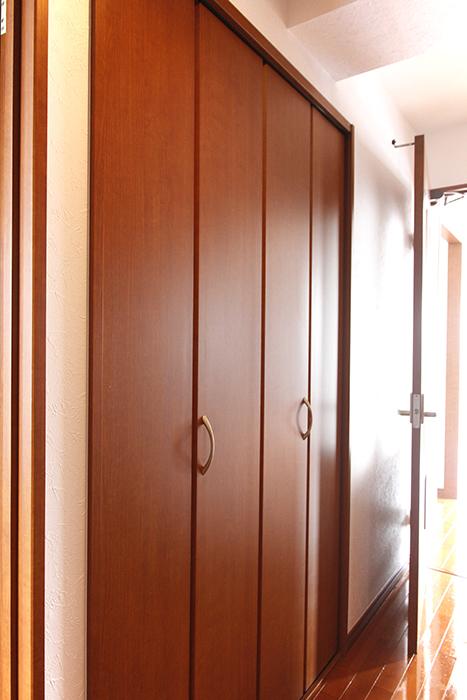 とどめです!玄関から向かって左手の収納です_MG_0861