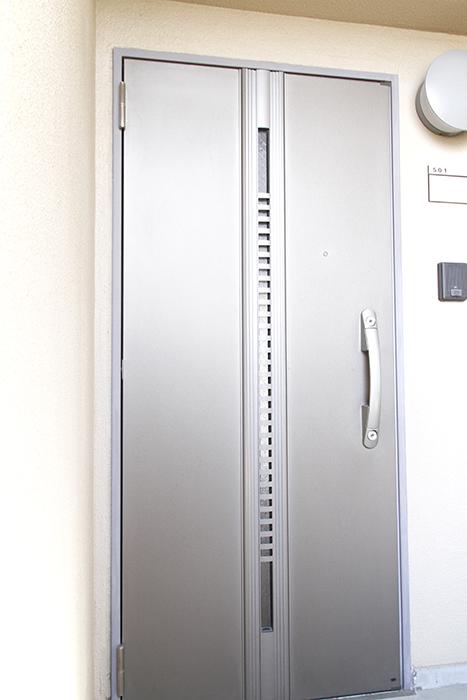 重厚な作りのドアです_MG_0984