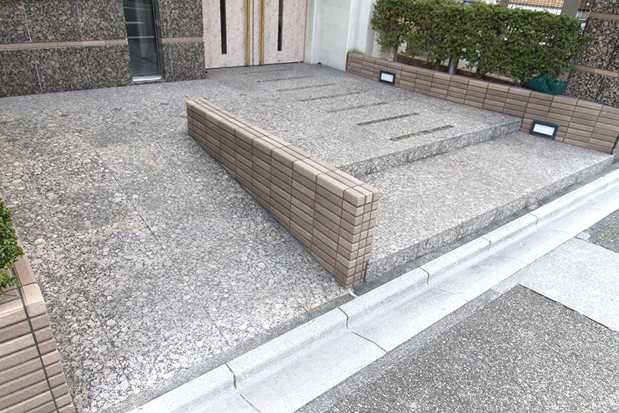 建物入り口へはバリアフリーの対応も☆_MG_1062