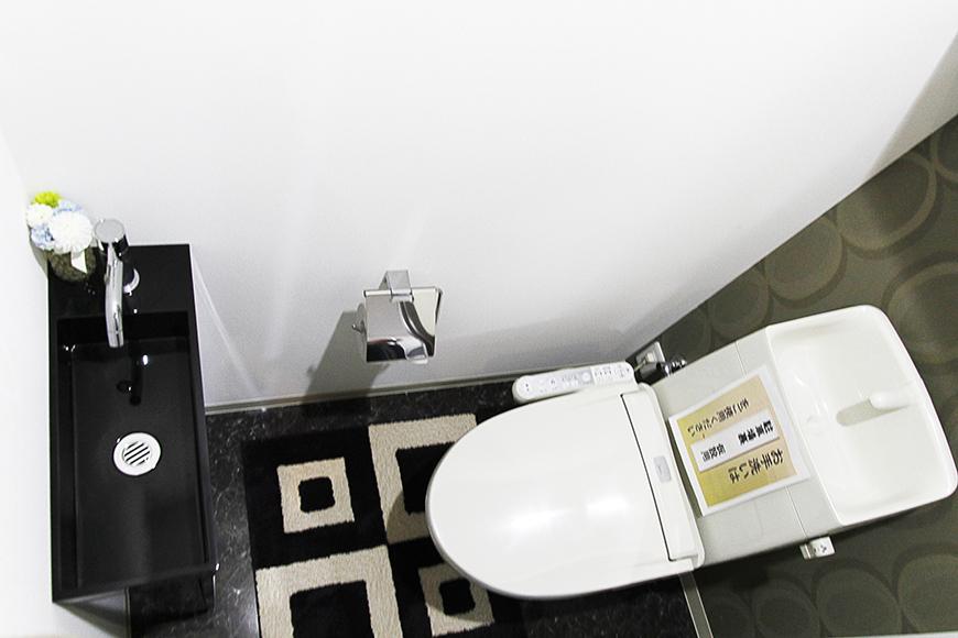 トイレに使用される壁紙も、一部屋一部屋それぞれ異なるんです!_MG_4412