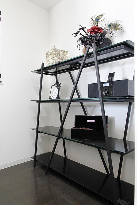 キッチンには棚も置けるくらいのスペースもあります_MG_4477