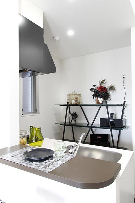 キッチンには窓もあるので、結構明るく風通しも良く、快適なスペース☆_MG_4506