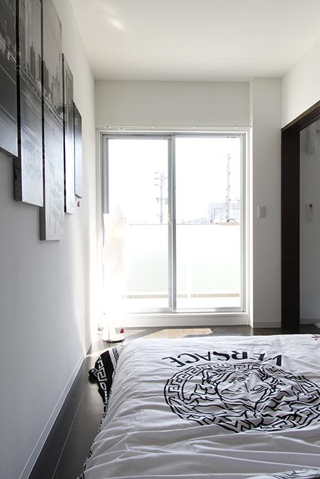シンプルでシック、スタイリッシュな寝室です_MG_4547