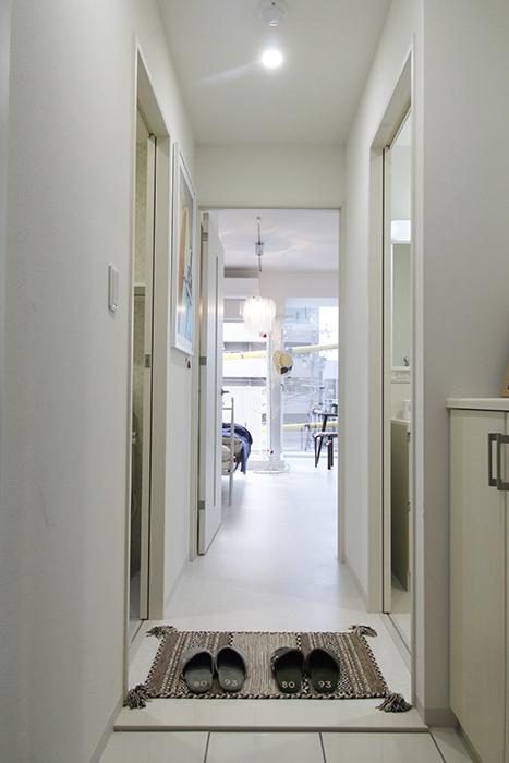 お部屋に入った感じはクールな印象の305号室_MG_4824