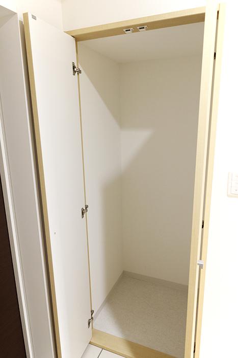 玄関には、使い方自由自在な縦長の収納_MG_4976