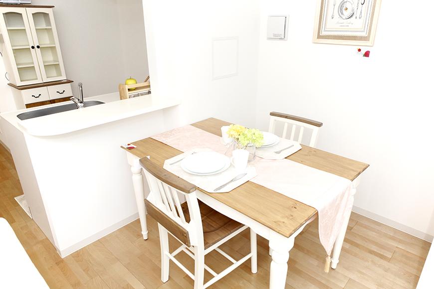 キッチンカウンターからの、ダイニングスペース☆窓際で明るいお食事を_MG_5090