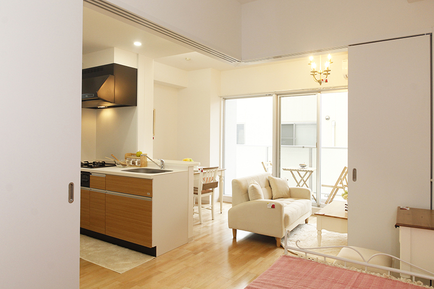 ベッドルームからのキッチン、リビングの眺め_MG_5122