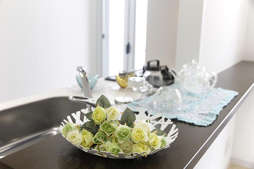 キッチンカウンタにお花を添えて。素敵なライフスタイル_MG_5251