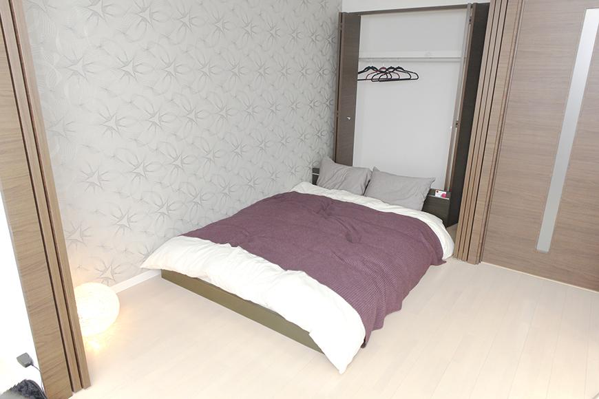 ベッドルームです。奥にはクローゼットもございます_MG_5260