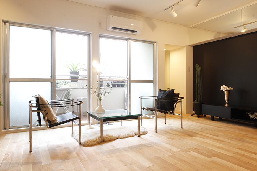 まずは、16帖の広々LDKからご紹介!実際に家具やインテリアを配置☆イメージが湧きますね_MG_9608