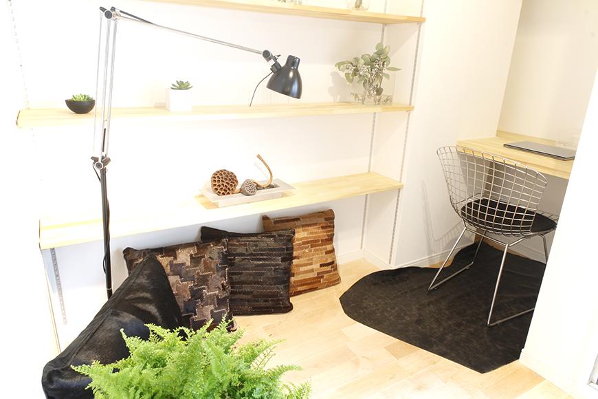 可動棚と一人用のデスク。籠って仕事に集中したい時にはピッタリ☆_MG_9620
