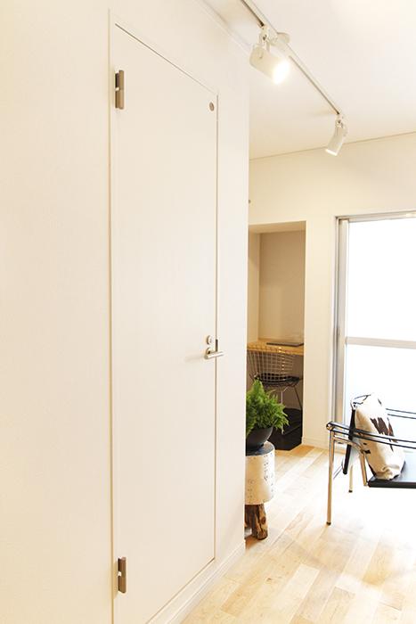 書斎スペースのお隣、こちらのドアを開けますと・・・_MG_9654