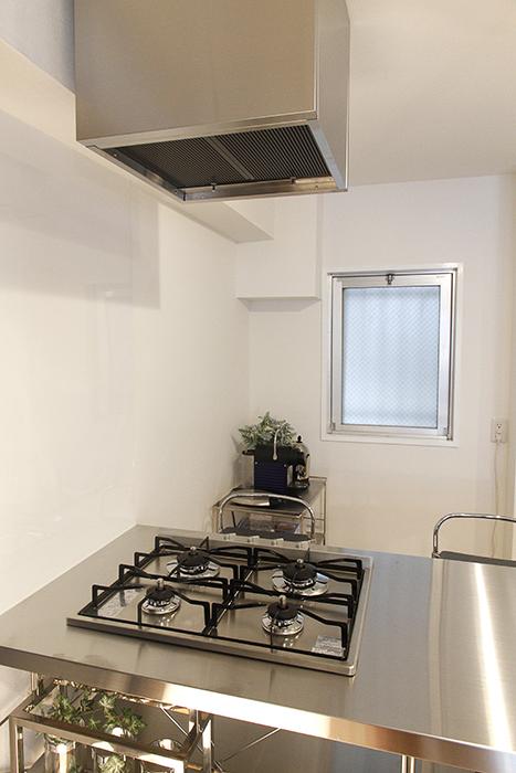 キッチン後ろに窓があり、とってもポイントの高いキッチンですね♪_MG_9717