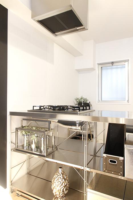 キッチン後ろに窓があり、とってもポイントの高いキッチンですね♪_MG_9723