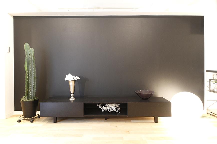 部屋の北側一面を飾る、黒のアクセントクロス!_MG_9774