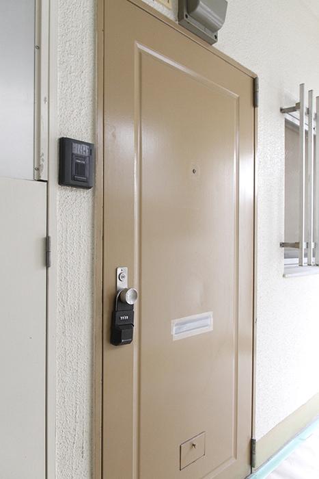 外に出てみますと、、、ご覧の通り、玄関が物置に・・・?_MG_9806