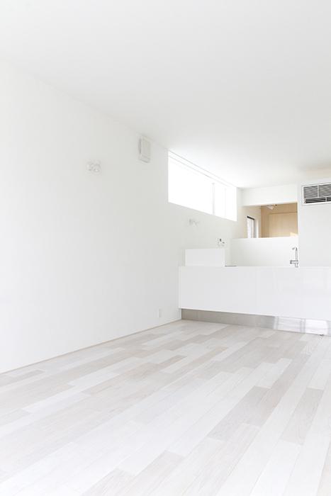 窓際から、振り返ると、、、キッチンが遠いっ!そして天井が高いっ!_MG_9881