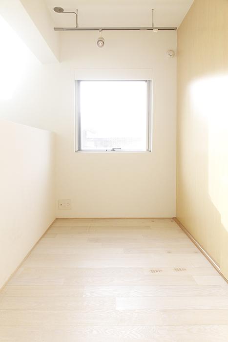 ではキッチンの横を通って、洋室1つ目!_MG_9975