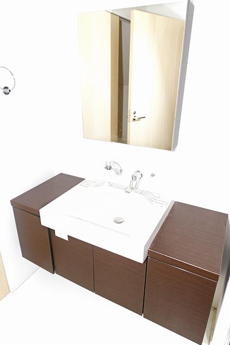 独立洗面台です!シンプルで落ち着いた洗面♪_MG_9999