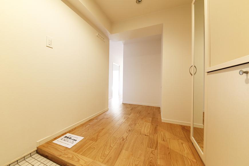 ファミリータイプのお部屋ですので、玄関からすでに広くて快適!_MG_5988