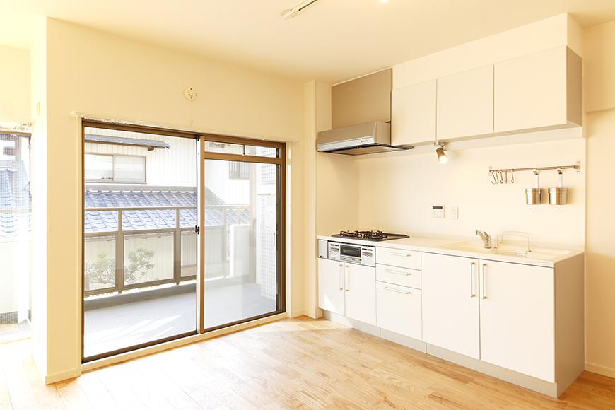 バルコニーからの光も眩い、明るいキッチン☆YAMAHA社製のシステムキッチンのフル・リノベーション!_MG_6094